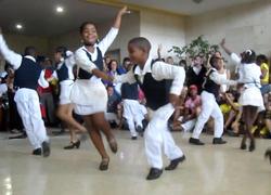 凄すぎるキューバの子供達のダンス。ルンバはもちろん、あらゆるダンスの技が盛り込まれてます!